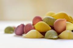 Conchiglie crudo, pastas italianas de la concha marina Imagen de archivo