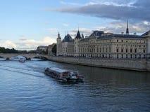 Conciergerie от моста Pont Neuf Стоковая Фотография