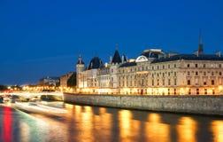 Conciergerie kasztel przy nocą, Paryż, Francja Obraz Stock