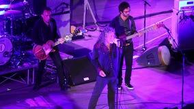 Concierto de Robert Plant en el teatro antiguo de Taormina el 24 de julio de 2016 almacen de metraje de vídeo