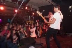 Concierto punky de la banda Imagen de archivo
