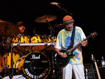 Concierto vivo de la venda de Carlos Santana Foto de archivo