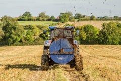 Concime di diffusione del nuovo dell'Olanda trattore moderno del trattore sui campi Fotografia Stock