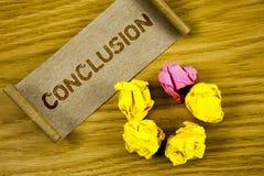 Conclusión del texto de la escritura de la palabra Concepto del negocio para el final de la decisión final del análisis de los re fotografía de archivo
