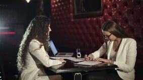 Conclusión y firma del contrato metrajes