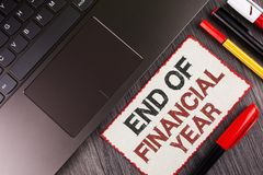 Conclusione del testo della scrittura dell'anno finanziario Il significato di concetto tassa gli strati di costo della base di da fotografia stock