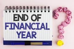 Conclusione del testo della scrittura dell'anno finanziario Il significato di concetto tassa gli strati di costo della base di da fotografie stock libere da diritti