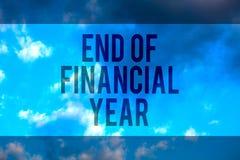 Conclusione del testo della scrittura dell'anno finanziario La revisione di significato di concetto e pubblica gli strati di cont fotografia stock libera da diritti
