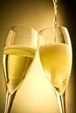 Conclusione di riempimento dell'accoppiamento del vetro del champagne Fotografia Stock