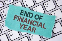 Conclusione di scrittura del testo della scrittura dell'anno finanziario Il significato di concetto tassa gli strati di costo del immagine stock libera da diritti