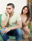 Concoling deprimierter Mann der Frau Lizenzfreie Stockbilder