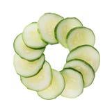 Concombre coupé en tranches d'isolement sur le blanc Image stock