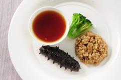 Concombre de mer braisé en sauce à ormeau images stock