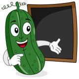 Concombre et tableau noir de recette ou de menu Photo libre de droits