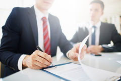 Concorde assinar o contrato imagem de stock royalty free