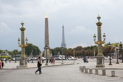 Concordevierkant, Parijs, Frankrijk met auto en pedestiran Stock Foto