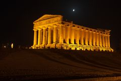Concordia-Tempel in archäologischem Park Agrigents stockfotos