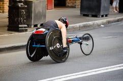 Concorrenza del videogioco di guida della strada della sedia a rotelle alle rocce il giorno dell'Australia Fotografie Stock