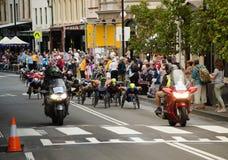 Concorrenza del videogioco di guida della strada della sedia a rotelle alle rocce il giorno dell'Australia Immagini Stock