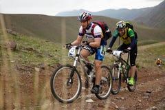Concorrenza della bici di montagna di avventura Immagine Stock