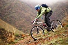 Concorrenza della bici di montagna di avventura della sorgente Fotografia Stock