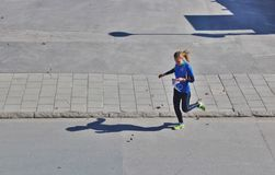 Concorrenza di orienteering nell'ambiente urbano fotografia stock
