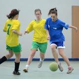 Concorrenza futsal della ragazza Immagini Stock Libere da Diritti