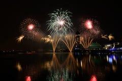 Concorrenza internazionale 2013 dei fuochi d'artificio di Putrajaya Immagini Stock