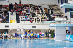 Concorsi su immersione subacquea syncronized del trampolino Immagini Stock Libere da Diritti