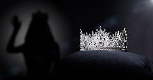 Concorso di bellezza di Diamond Silver Crown Miss Pageant fotografia stock libera da diritti