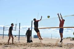 Concours de ville sur le volleyball de plage Photos stock