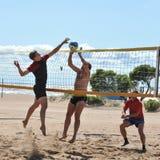 Concours de ville sur le volleyball de plage Photographie stock libre de droits