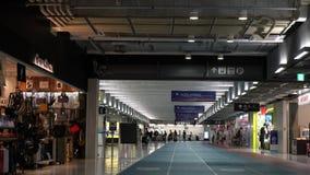 Concours terminal d'aéroport international de Narita troisième tôt le matin banque de vidéos