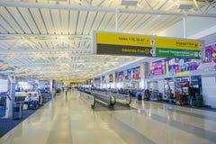 10, 2017 Concourse przy Dallas Fort Worth Lotniskowy DALLAS, TEKSAS, KWIECIEŃ - Obrazy Royalty Free