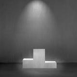 Concreet podium met het binnenland van de vlekverlichting Royalty-vrije Stock Fotografie