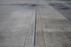 Concreet tarmac bij Kuala Lumpur-luchthaven royalty-vrije stock fotografie
