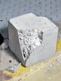 Concreet vernietigd blok stock afbeeldingen