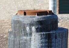 Concrete afvoerkanaalkuil Stock Afbeeldingen