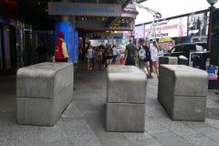 Concrete blokken op de vijfde straat in New York Stock Afbeeldingen