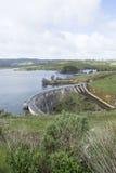 Concrete Boogdam, Myponga-Reservoir, SA - Portretrichtlijn Stock Fotografie