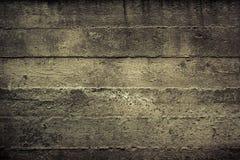 Concrete bouwmuur met gestreepte textuurachtergrond stock afbeelding
