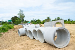 Concrete drainage pipes stacked for construction, irrigation, in Royalty Free Stock Photos