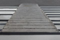 Concrete helling met horizontale vertraging royalty-vrije stock afbeelding