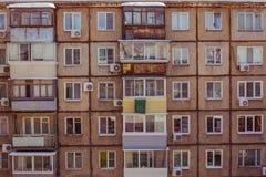 Concrete huis, vensters en balkons royalty-vrije stock foto's