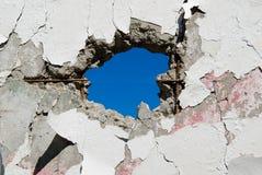Concrete muur met gaten Stock Fotografie