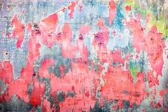Concrete oppervlakte met de overblijfselen van kalk en rode verf Stock Foto's