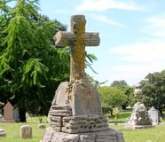 Concrete pijler met een Gotisch kruis op bovenkant Royalty-vrije Stock Foto