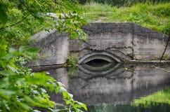 Concrete pijp in het water Royalty-vrije Stock Foto's