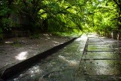 Concrete rivierbed en banken van de Lybid-rivier (Kyiv) Royalty-vrije Stock Afbeeldingen