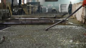 Concrete shrinkage by vibration